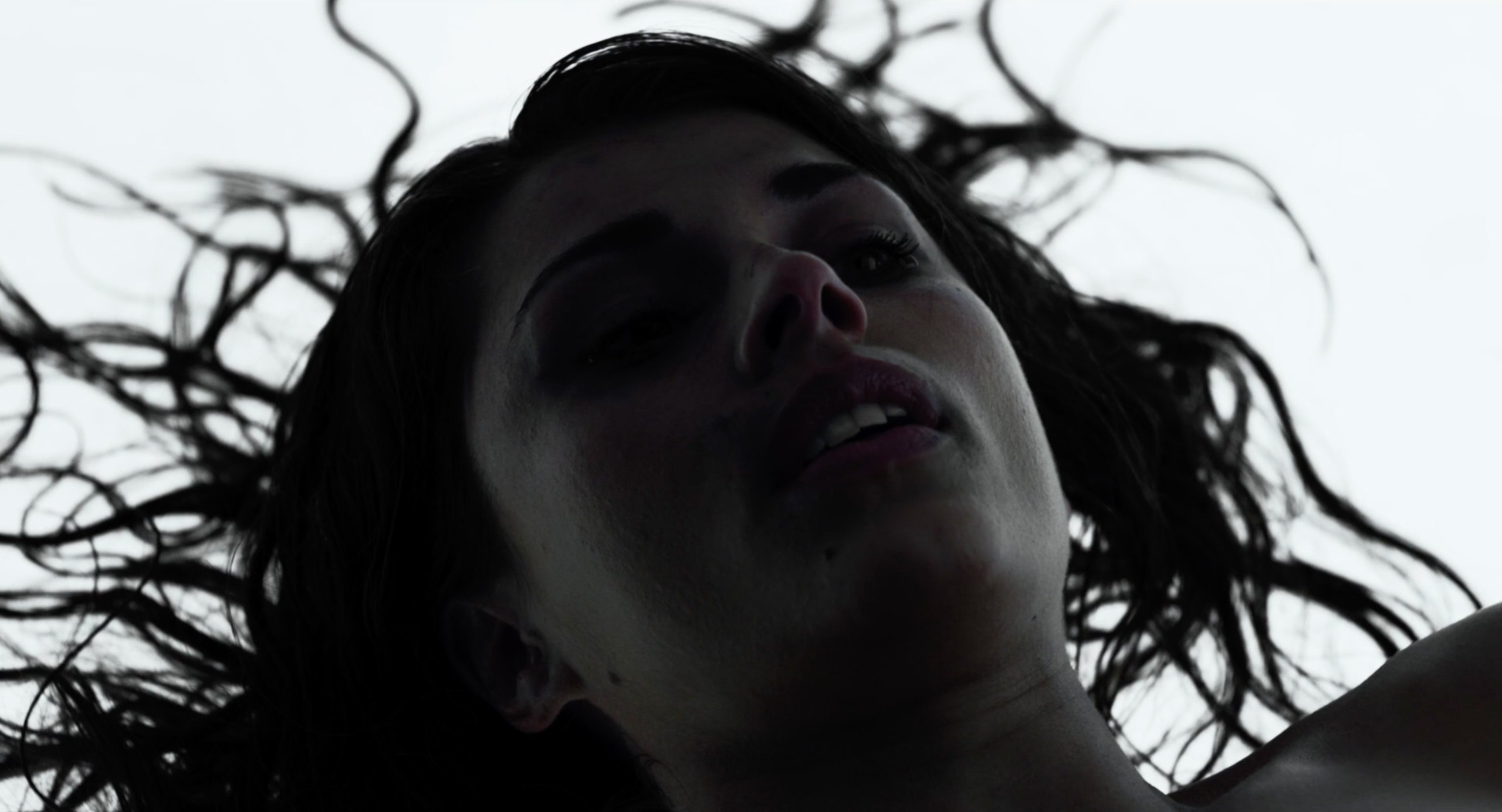 The dead woman's face in the white room in Under the Skin